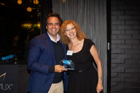Ricardo Álvarez-Díaz holding AD&V'S 2019 Multi-Housing News Award.